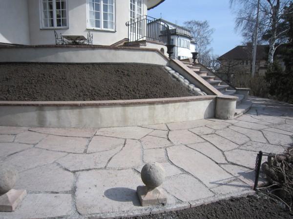marksten-rod-topphyvlad-oregelbunden-olandskalksten-bromma-design-kahlins